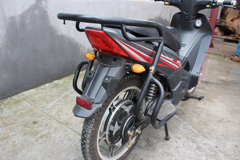 SY-DHY_Details_rear big carrier with big foot rest&strong rear suspension