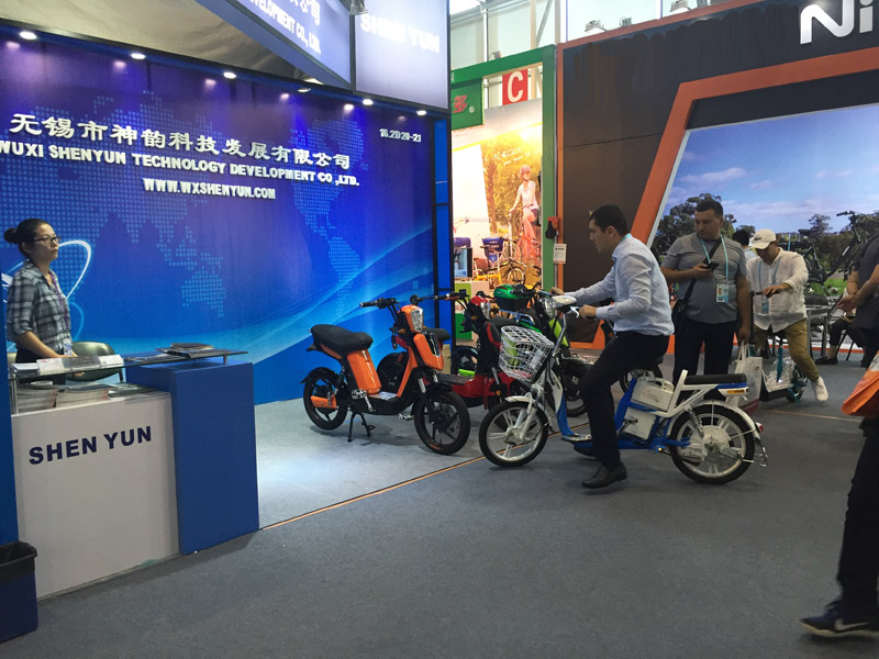 shenyun_120th_canton_fair_customer2